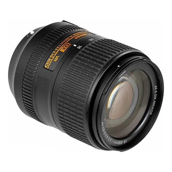 Nikon AF-S DX NIKKOR 18-300 mm f3.5–6.3G ED VR (2)