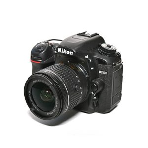 Nikon D7500 + 18-55